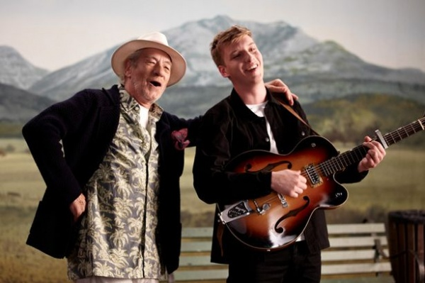 MAIN-George-Ezra-and-Ian-McKellen